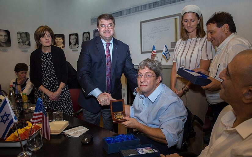 השר לענייני חיילים ותיקים של ארצות הברית הגיע לביקור ממלכתי בבית הלוחם תל אביב