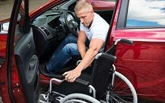 מנגנון נהיגה מיוחד לנכים לרכב שכור